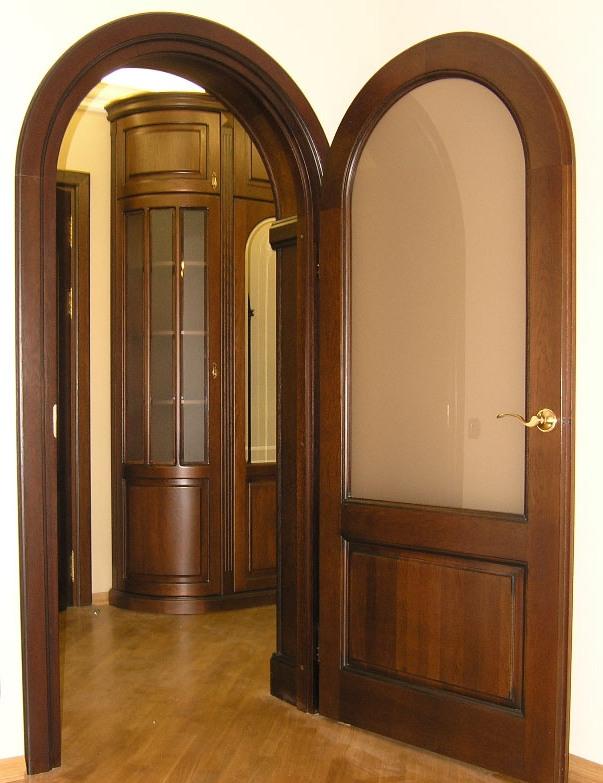 Арочные двери из массива купить в компании Ягуар. Продукция известных брендов под заказ