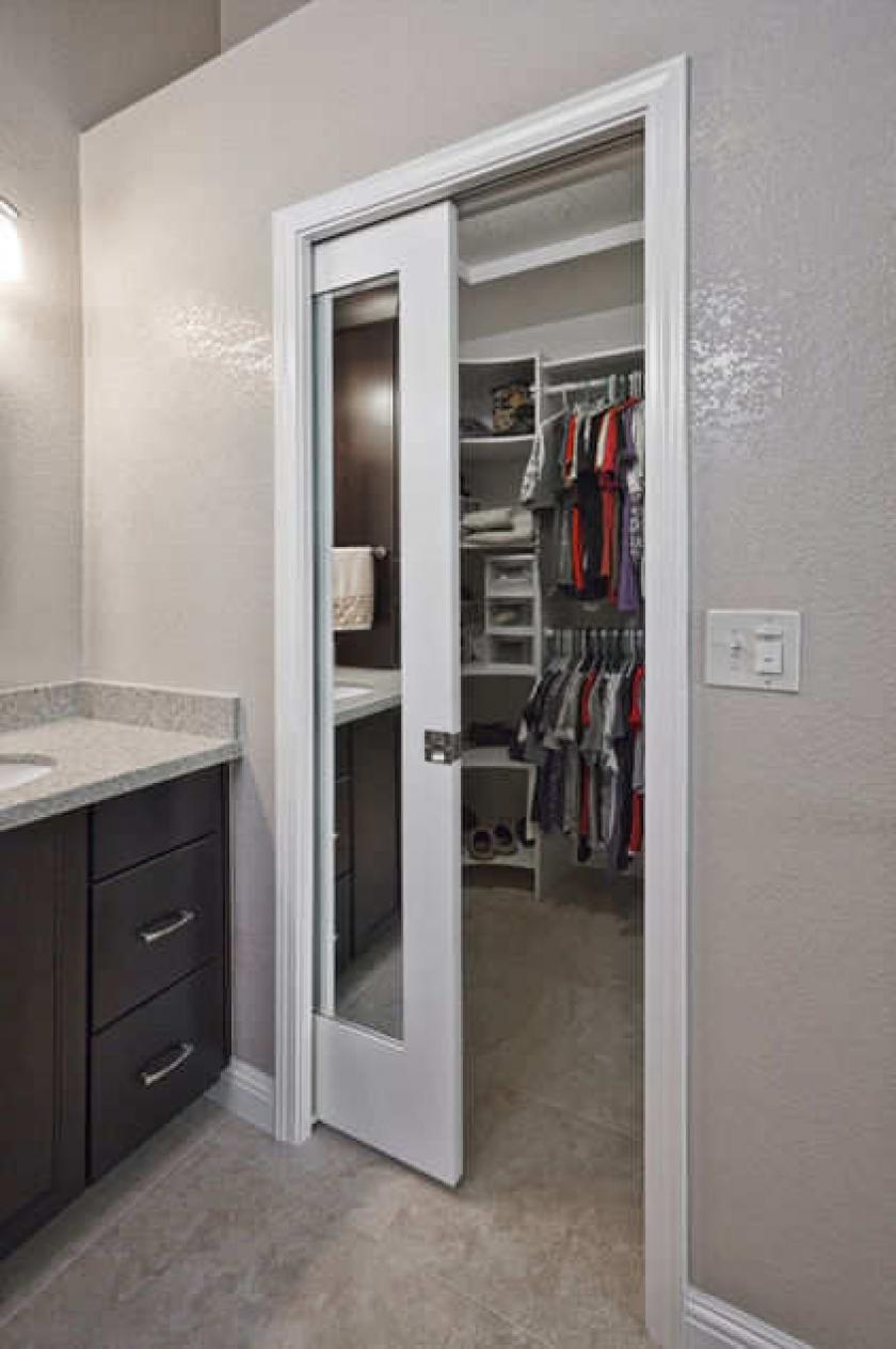 Двери для гардеробной комнаты, наиболее популярные варианты.