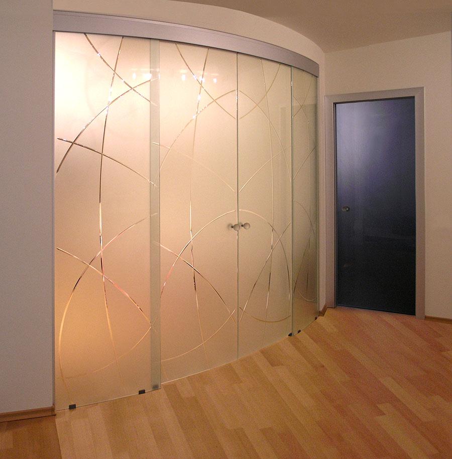 Двери из стекла - элегантная красота.