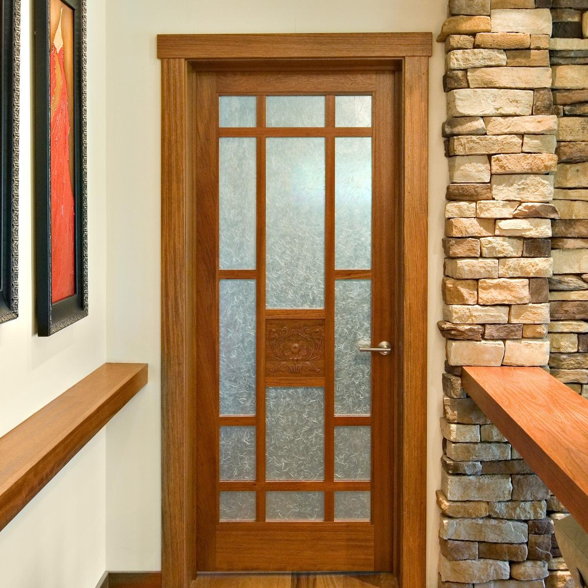 Установка деревянных дверей межкомнатных
