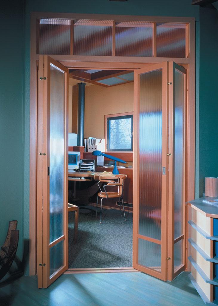 Раздвижные двери в интерьере квартиры.
